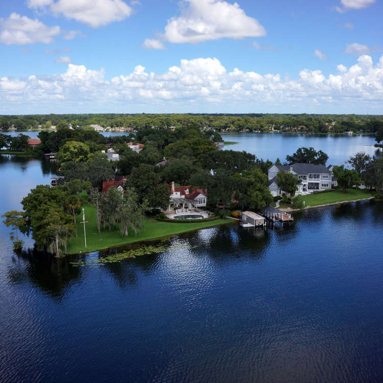 Lakefront Luxury Homes: REMAX 200 And REMAX Town & Country Realty